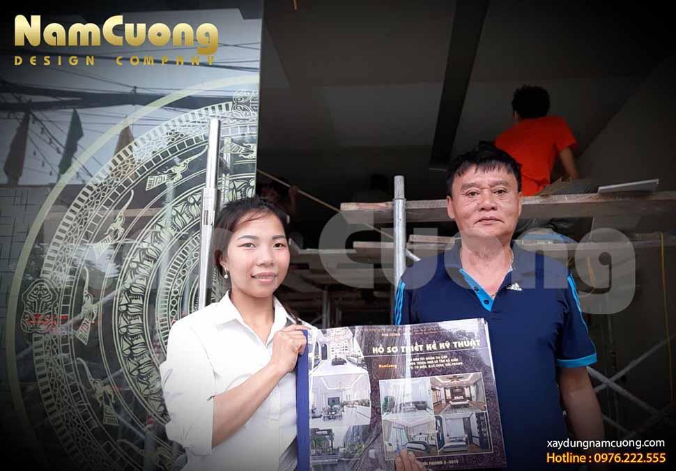 Công ty Nam Cường bàn giao hồ sơ thiết kế-thi công trọn gói nội thất tân cổ điển cho gia đình cô Bùi Thị Liên và chú Trịnh Văn Trình