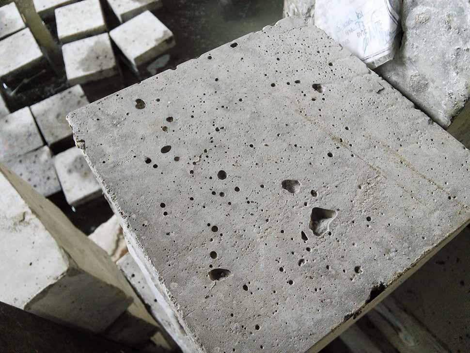 Bê tông cột bị rỗ bề mặt