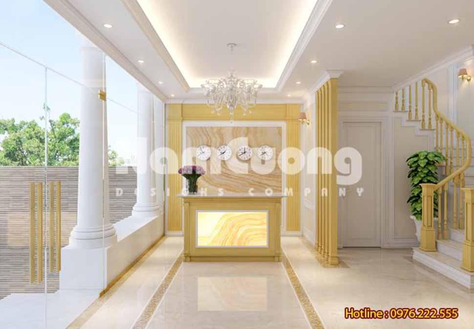 Quầy lễ tân thiết kế ngay cửa ra vào khách sạn tạo ấn tượng cho du khách ngay từ khi bước chân vào tiền sảnh.