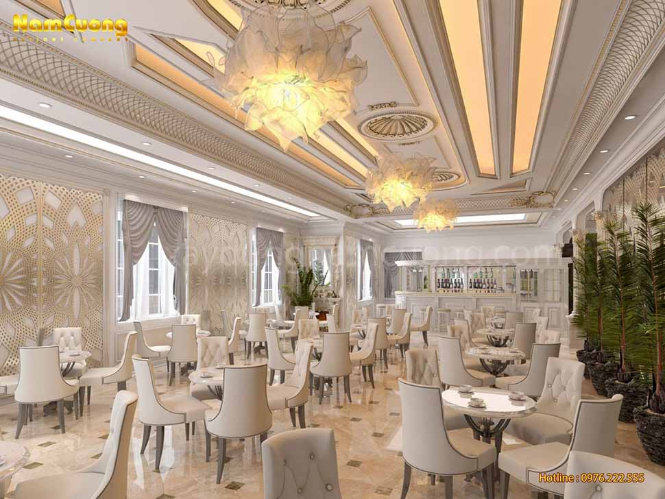 bàn ăn trong khách sạn