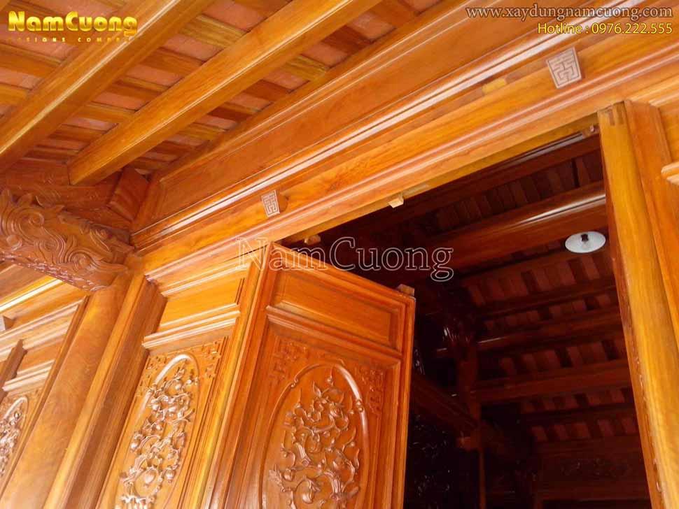 cửa gỗ nhà thờ họ