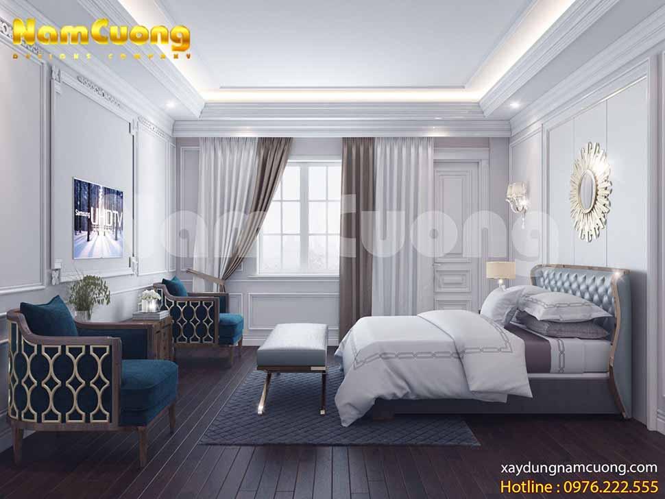 phòng ngủ VIP với diện tích rộng rãi, dễ dàng kê bộ bàn ghế một bên, giường ở giữa và bên cạnh là ghế quý phi