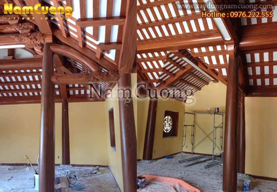 khung gỗ của nhà thờ chính